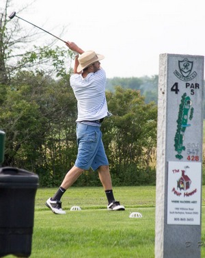 Hole 4 golf swing